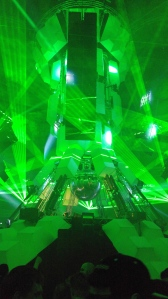 Les lasers jaillissent dans tous les sens durant les gros drops !