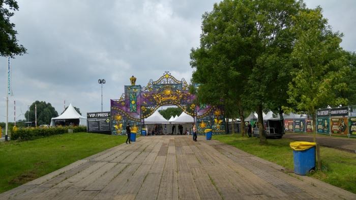 Entrée du festival, le calme avant la folie !