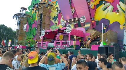 """Ruthless sur la scène Pussy Lounge avec les """"Pole-Danseuses"""""""